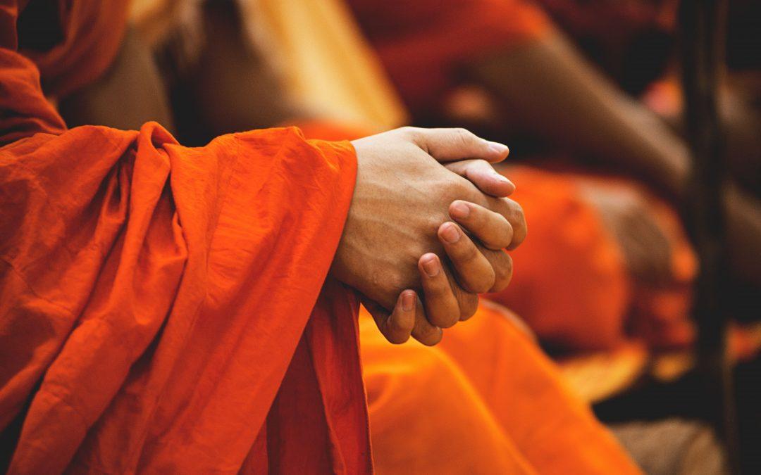 Der Kleine Buddha fragt, die Knöchel auch?