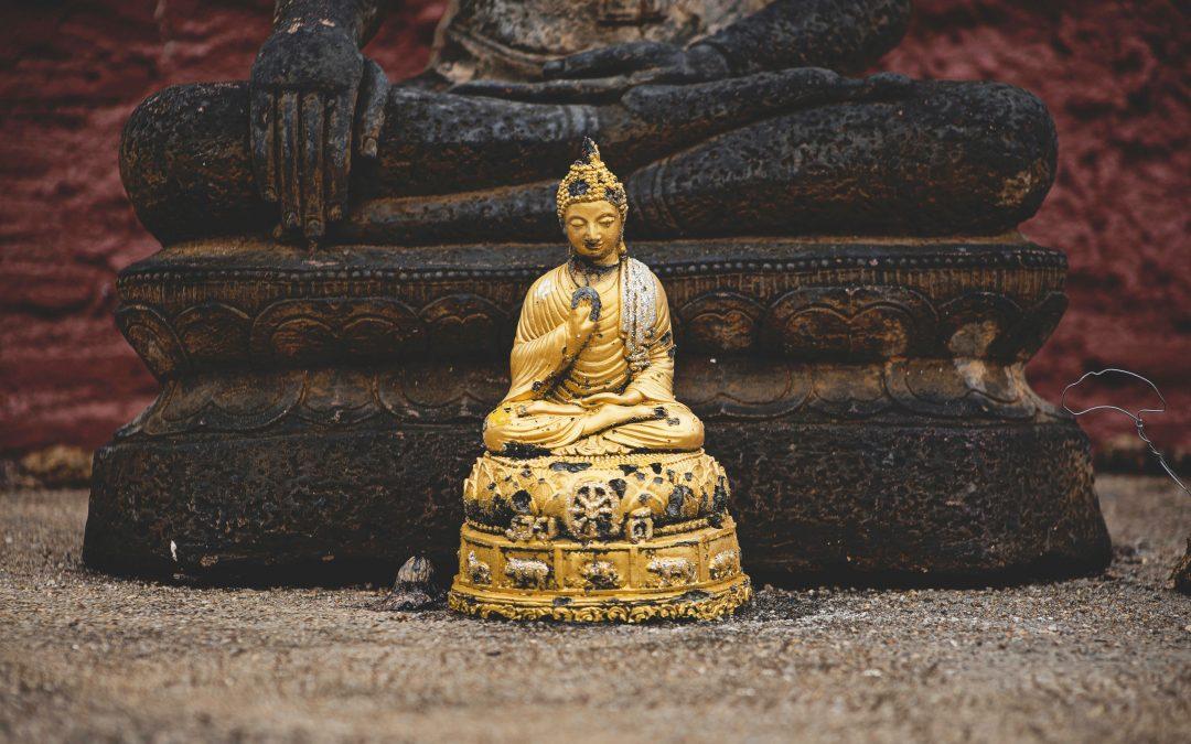 Der Kleine Buddha mit Kopf und Knie